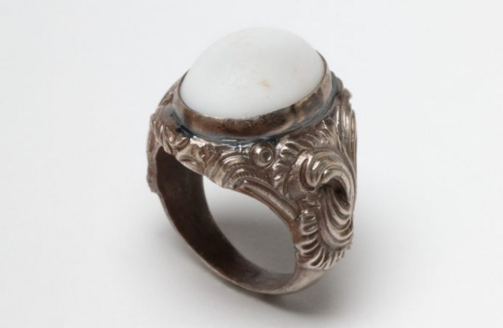 Signet ring, sugar